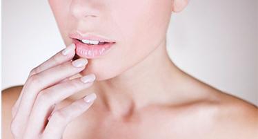 Для контурной пластики губ используются филлеры на основе гиалуроновой кислоты: Juvederm (Ultra 3, Ultra Smile, Volbella), Filorga (X-HA, Volume X-HA 3). Данные препараты зарекомендовали себя в качестве самых эффективных и безопасных.