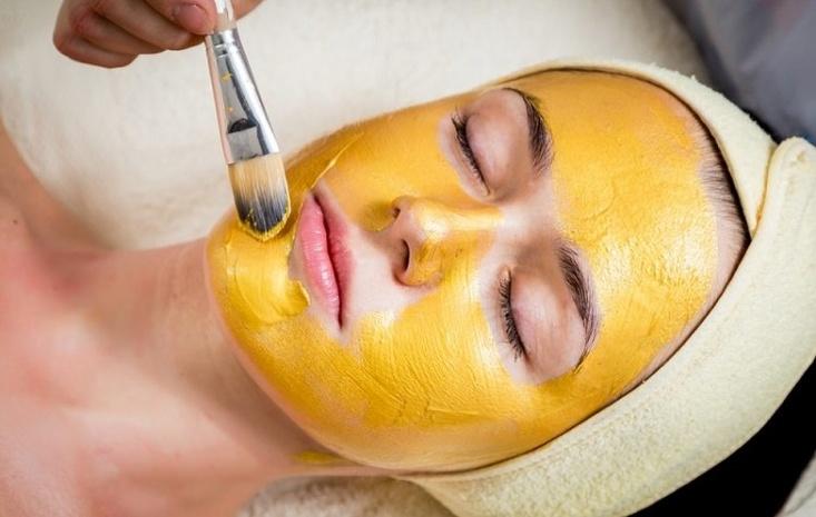 Золотая маска из куркумы фото